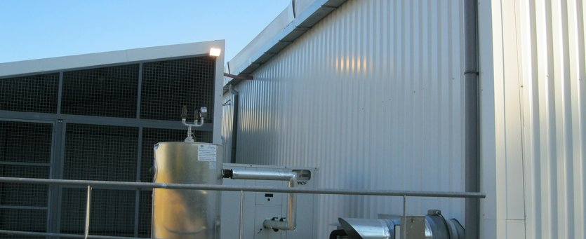 Demountable building for cold storage